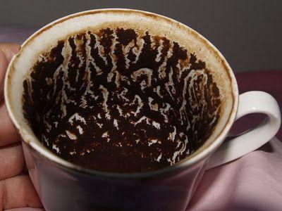 Kávová sedlina je skvělým pomocníkem při mytí nádobí.