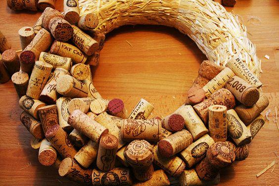 Korkové špunty použité k výrobě věnce