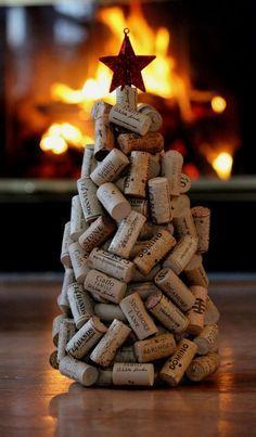Vánoční stromeček vyrobený z korkových zátek