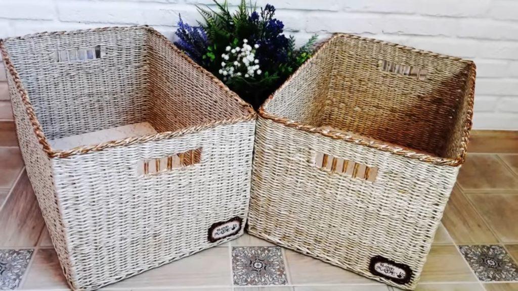 Dva košíky pletené z papíru