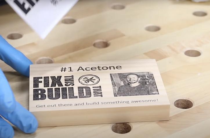 Tisk na dřevo s acetonem.