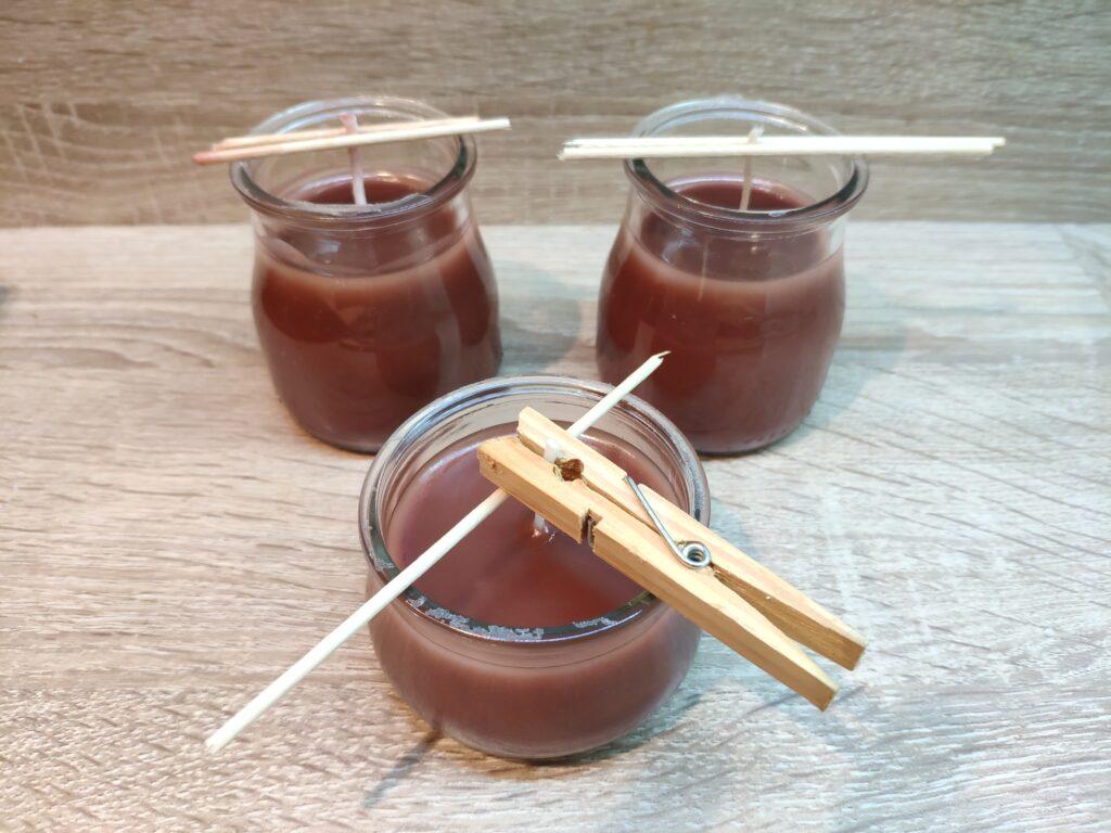 Domácí výroba svíček ve skle - postup a přidržení knotů