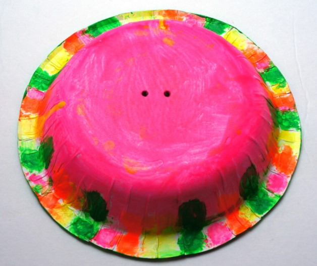 Tvoření s dětmi: pomalovaný talíř na medúzu