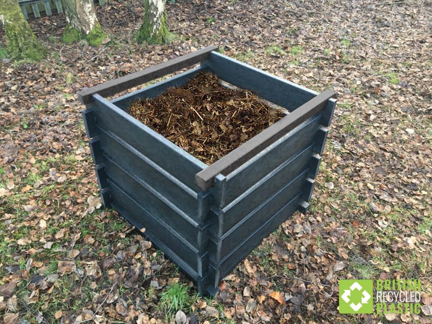 Běžný zahradní kompostér